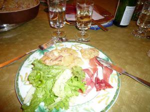 Tartiflette accompagnée de salade et jambon de montagne
